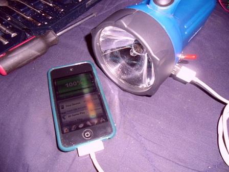 Простое и дешевое зарядное устройство для iPhone iPad и iPod