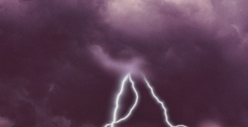 Что будет если молния ударит в воду